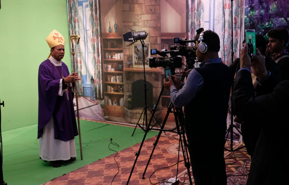Media support for the propagation of the faith